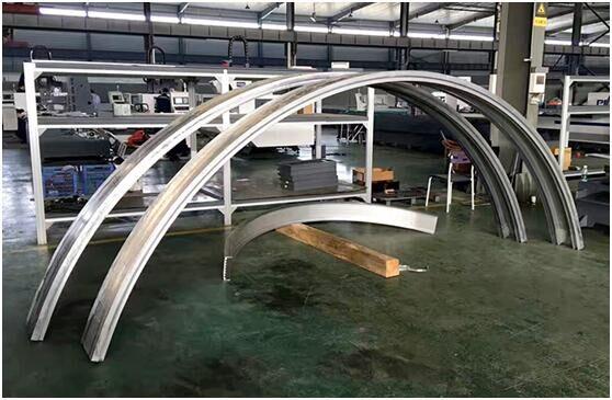 6m x 2m rigging curved workpiece